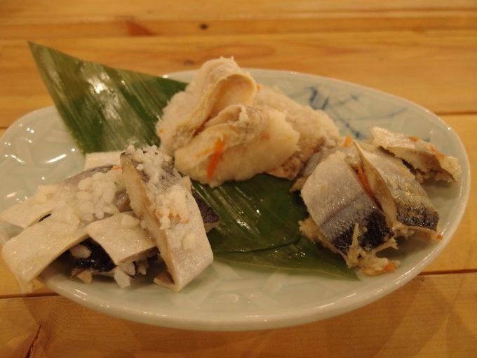 青森郷土料理津軽三味線りんご箱飯寿司盛り合わせ