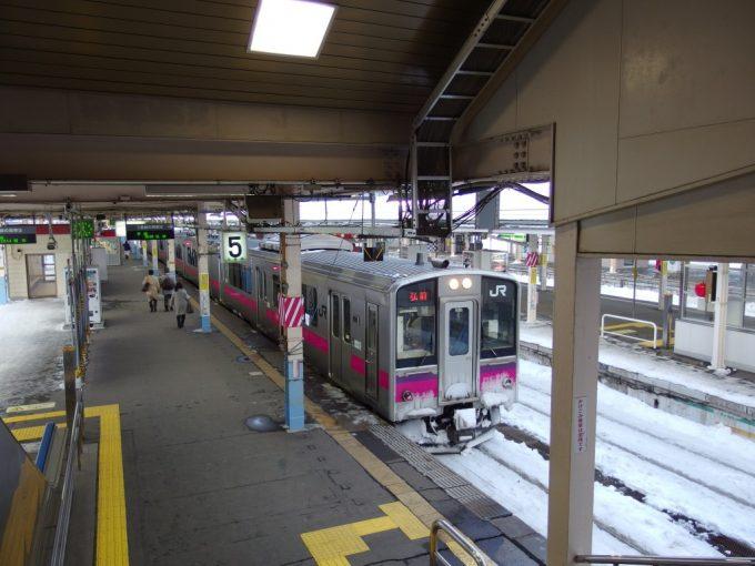 雪の中の奥羽本線701系弘前行き