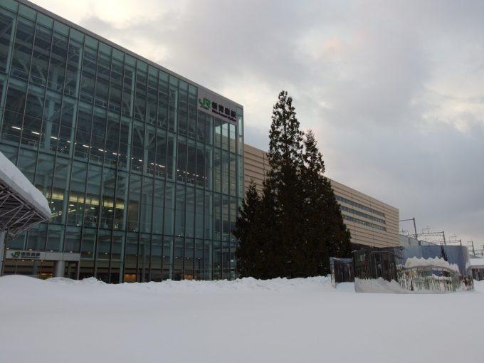 雪景色厳冬の新青森駅