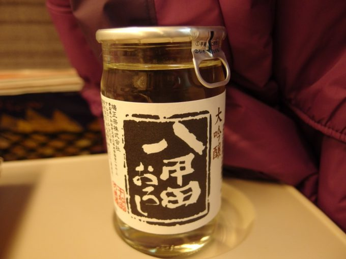 東北新幹線車内で鳩正宗八甲田おろしワンカップ
