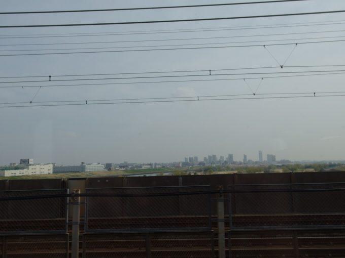 春の荒川を渡り東京脱出!