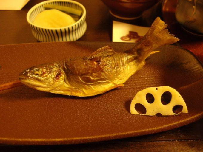 奥湯沢目の湯貝掛温泉骨まで食べられる岩魚の塩焼き