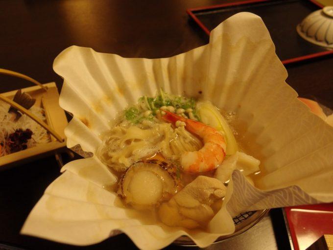 奥湯沢目の湯貝掛温泉具だくさんの寄せ鍋