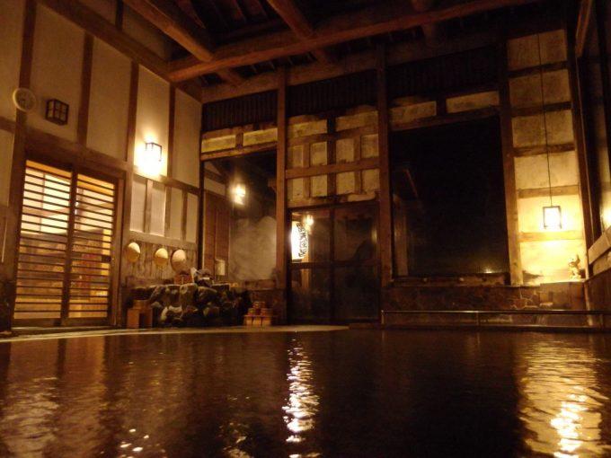 奥湯沢目の湯貝掛温泉夜の静かな湯浴み