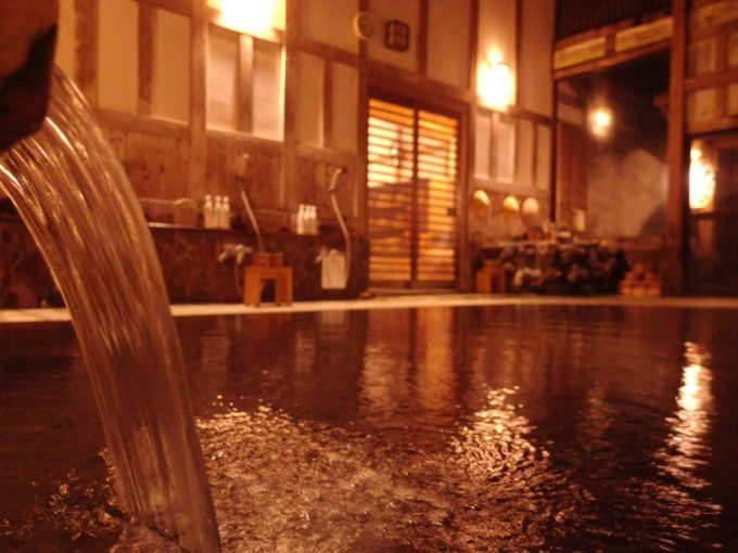 奥湯沢目の湯貝掛温泉清らかな源泉で眼を洗う