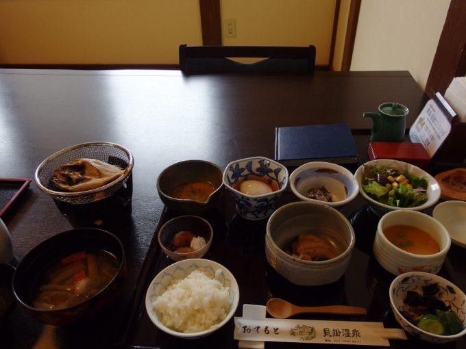 奥湯沢目の湯貝掛温泉1日目朝食