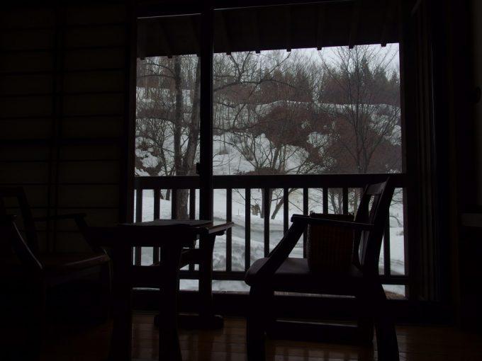 奥湯沢目の湯貝掛温泉雪を解かす春の雨