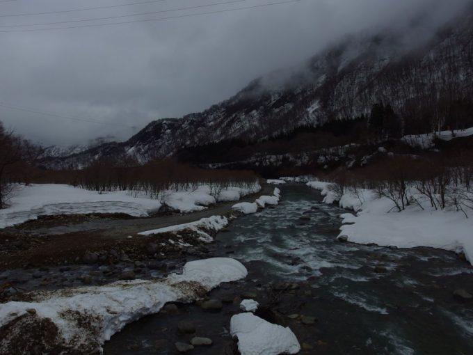 雪解けの季節の清津川