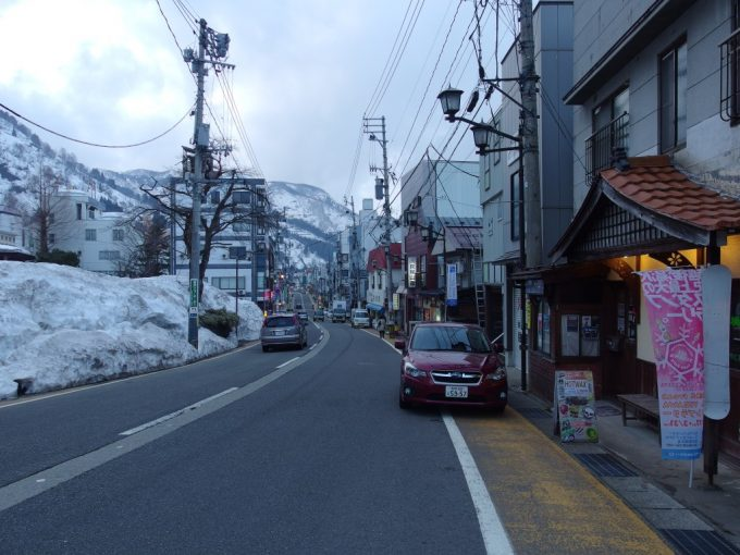 夕暮れ前の湯沢の街並み