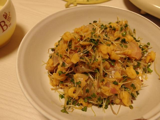 鯛とスプラウトの揚げ玉ぽん酢和え