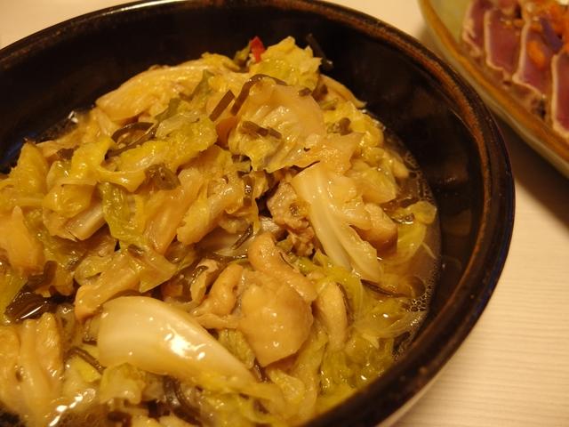 春キャベツと鶏皮の塩昆布蒸し煮