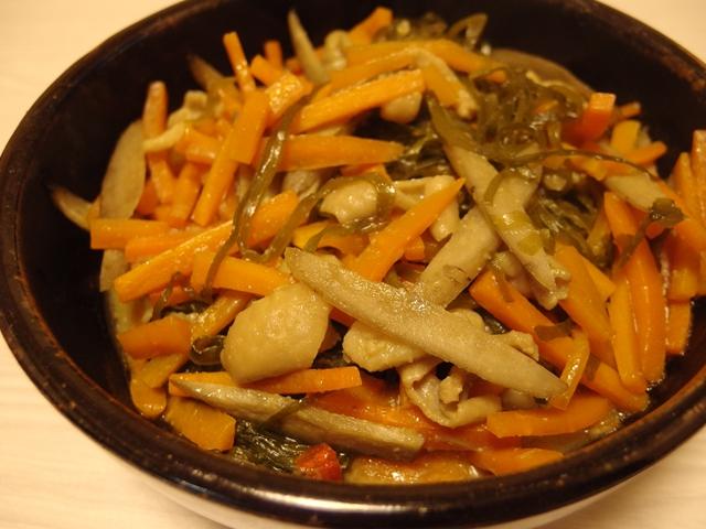 切り昆布と鶏皮の味噌煮
