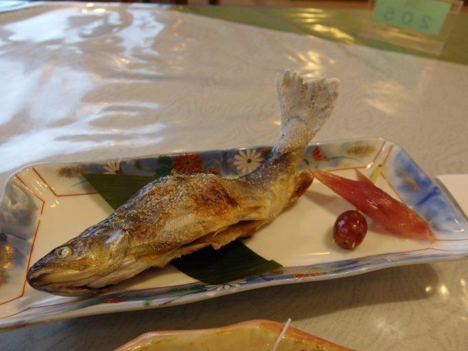 秘湯中の湯温泉旅館岩魚の塩焼き