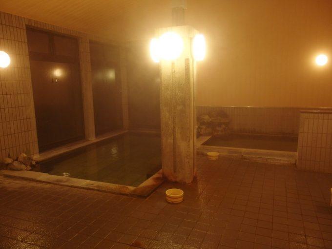 秘湯中の湯温泉旅館大浴場内湯