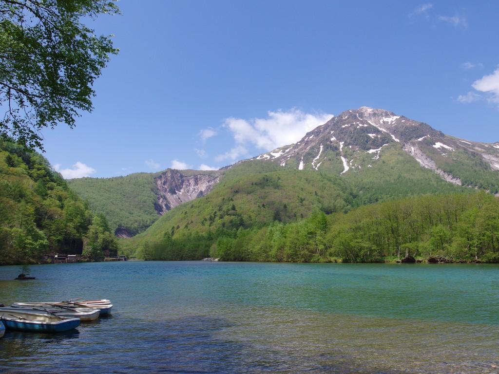 初夏の上高地焼岳と大正池