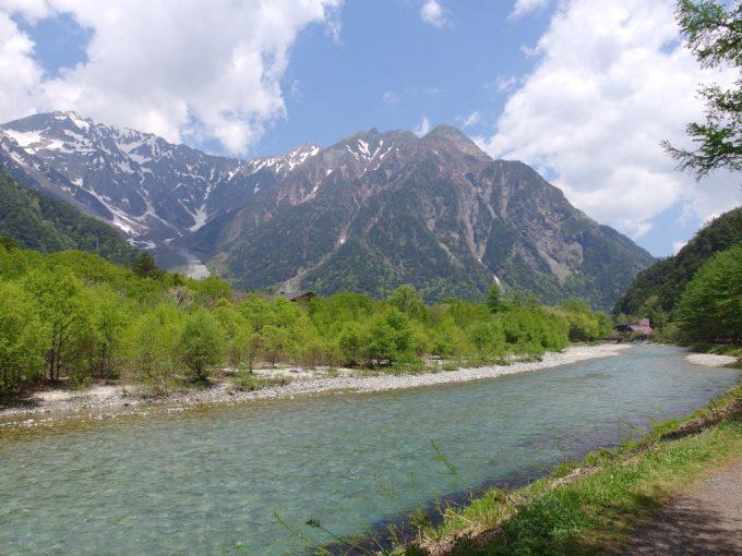 初夏の上高地大正池から遡りもうすぐ河童橋へ