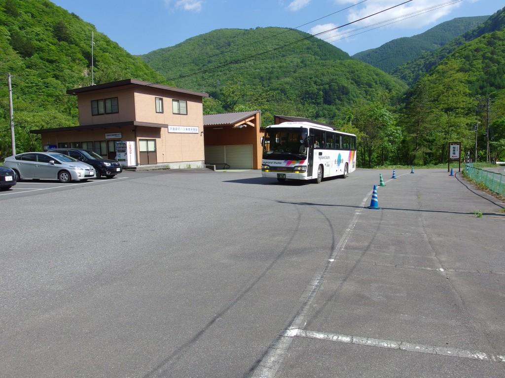 さわんど車庫前でアルピコ交通バスを乗り換え