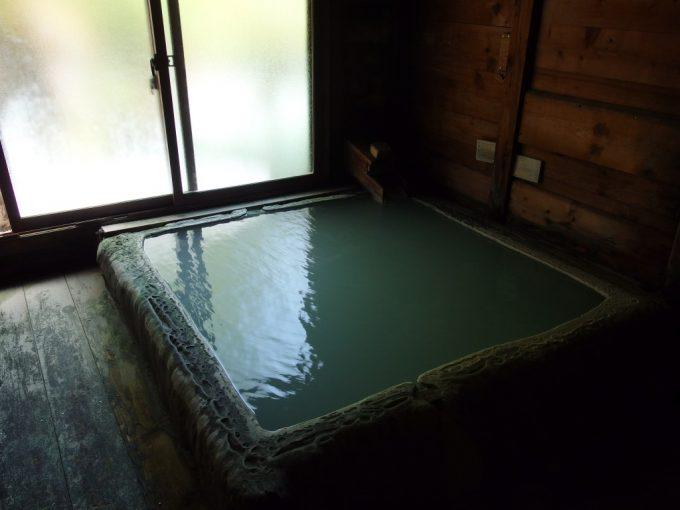 白骨温泉かつらの湯丸永旅館源泉掛け流しの内湯