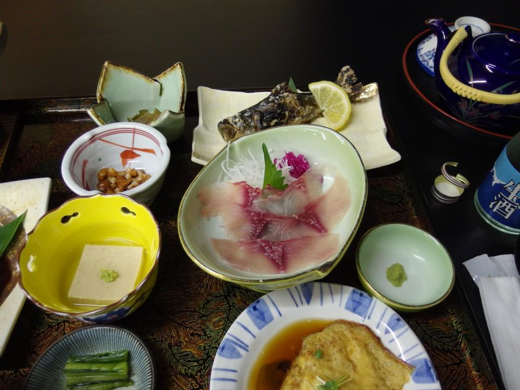 白骨温泉かつらの湯丸永旅館鯉のあらい岩魚塩焼き山芋焼き山菜前菜