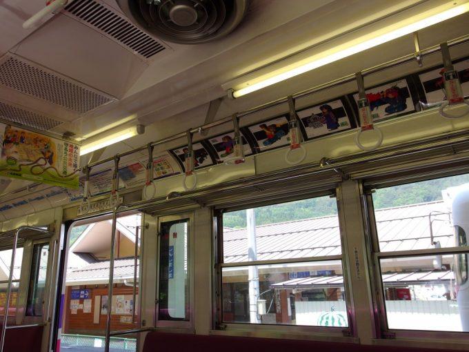 井の頭線の現役時代の雰囲気を残す松本電鉄アルピコ交通上高地線車内
