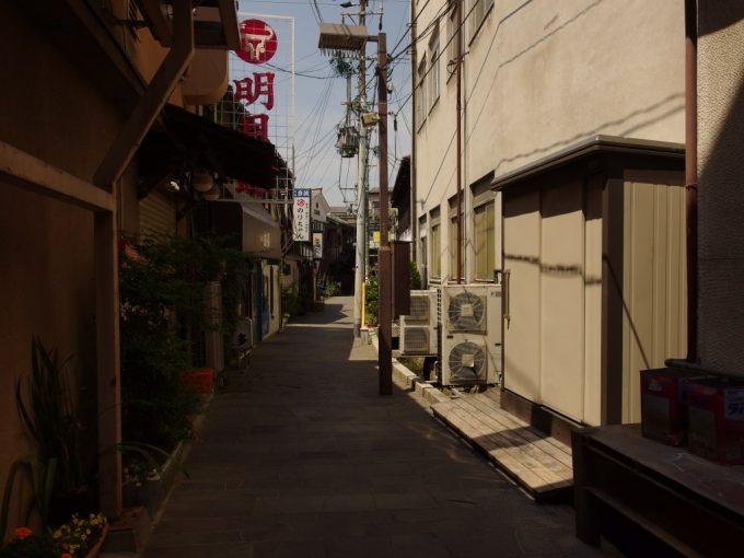 初夏の松本縄手通りから妖しい路地へ