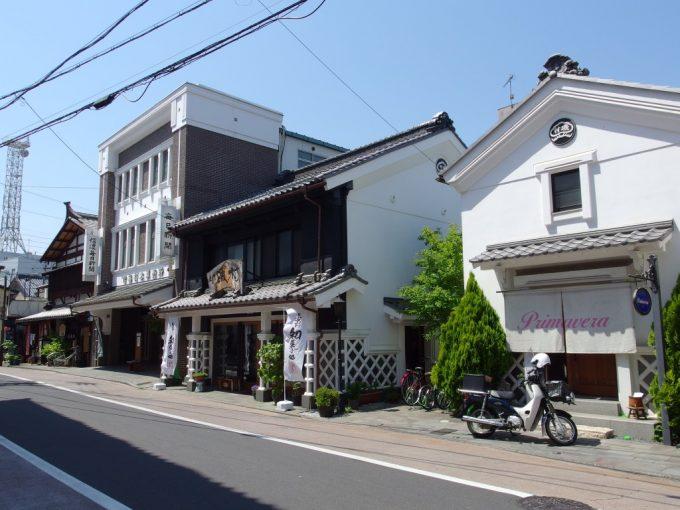 初夏の松本青空に映える歴史ある建物