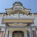 国の重要文化財旧開智学校の象徴バルコニーと破風