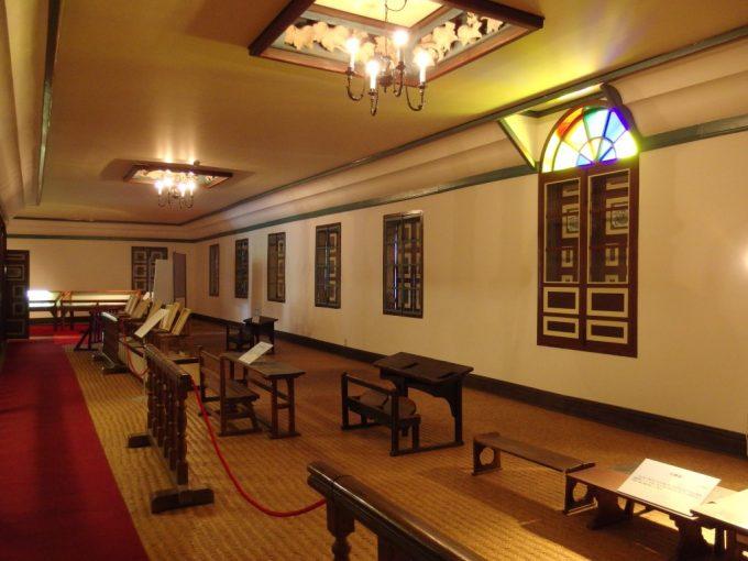 国の重要文化財旧開智学校荘厳な雰囲気に包まれる講堂