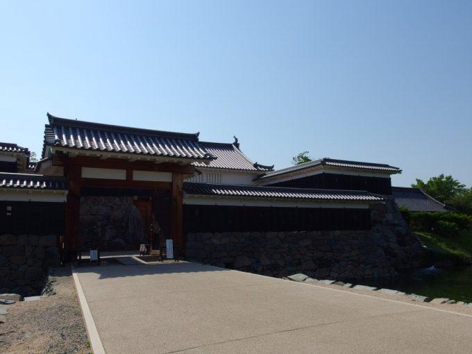 松本城復元された太鼓門
