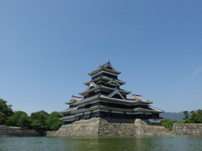 どこから見てもうt串い国宝松本城