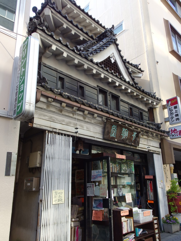松本城を模った古本屋さん