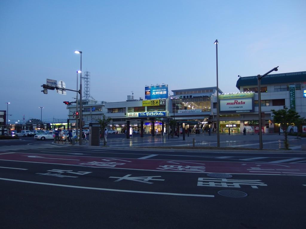 夕暮れの松本駅