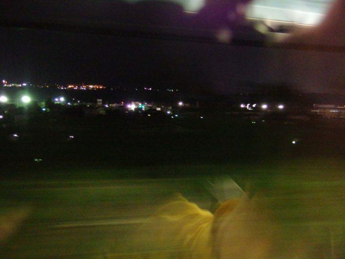 中央本線特急あずさ号は夜の甲府盆地を駆ける