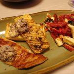 鮭と豆腐のグリル新にんにくゆかりバターのせ・赤ピーマンとモッツァレラの梅海苔サラダ