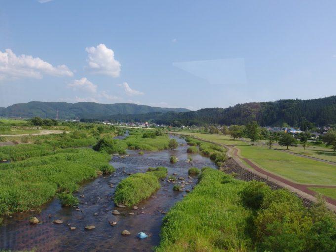陸羽東線鳴子御殿湯で川を渡る