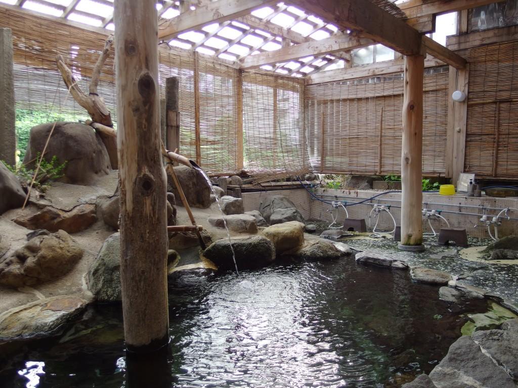 赤倉温泉湯守の宿三之亟目覚めの露天爽快な朝風呂