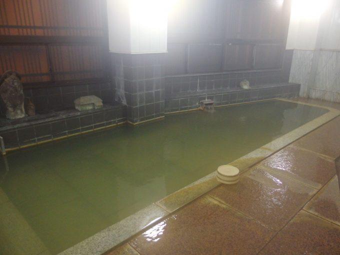肘折温泉大友屋旅館夜の静かな大浴場あたたまりの湯