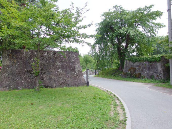夏の新庄最上公園に残る石垣新庄城の面影