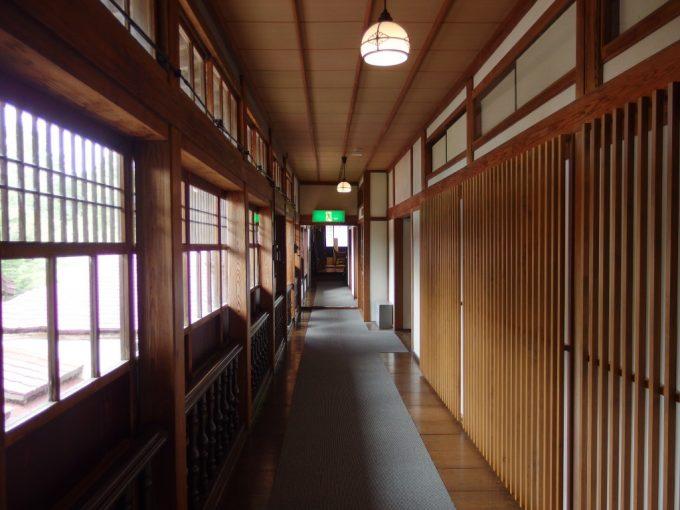 強首温泉樅峰苑木の温もり溢れる廊下