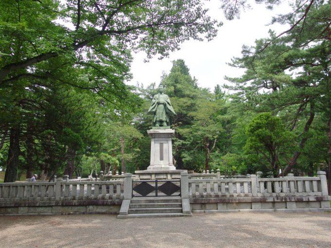 秋田久保田城址千秋公園佐竹のお殿様の銅像