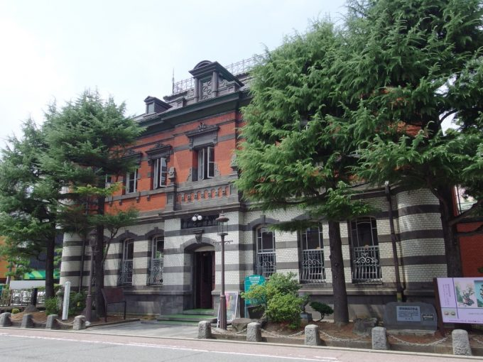 レンガ造りの旧秋田銀行本店
