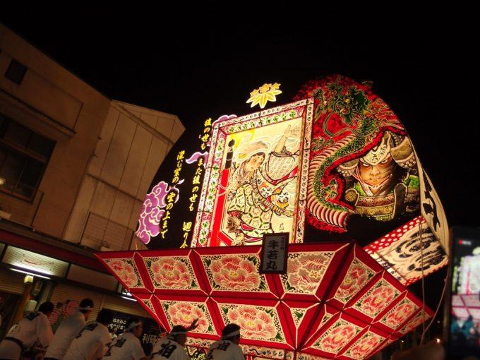 弘前ねぷた夏の夜を幻想的に染め上げる扇ねぷたの灯り