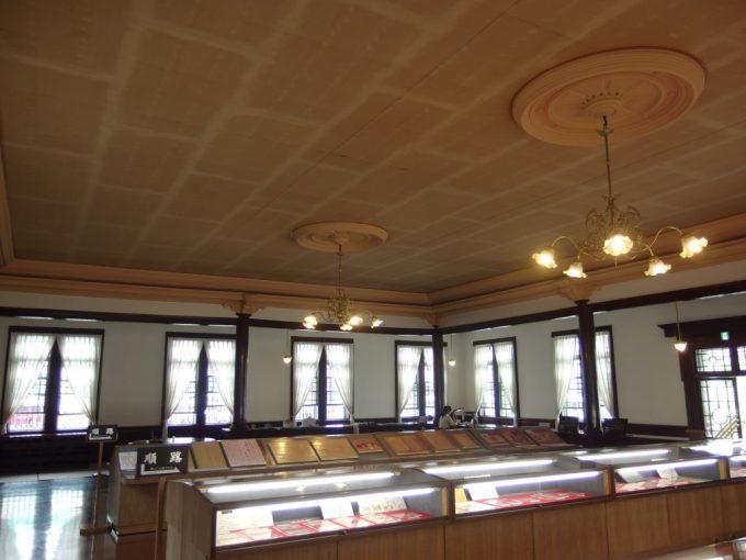弘前青森銀行記念館重厚な内部と展示物