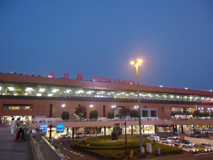 夕暮れ時の仙台駅