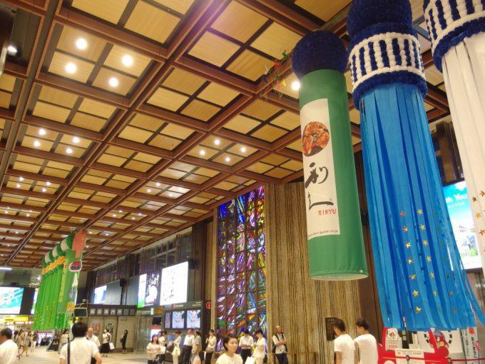 リニューアルされ温かみのある仙台駅コンコース
