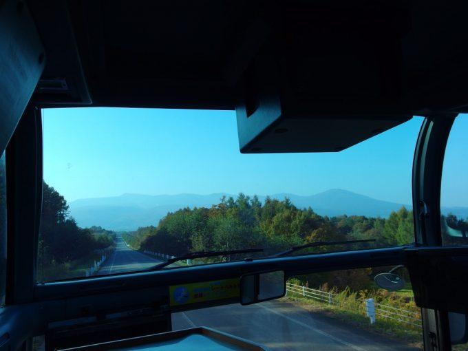 バス車窓に広がる岩手の秋景色