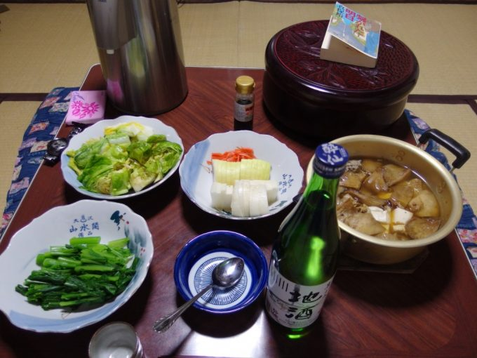 大沢温泉自炊湯治献立きのことさんまのつみれ汁青菜のおひたし酔仙岩手の地酒