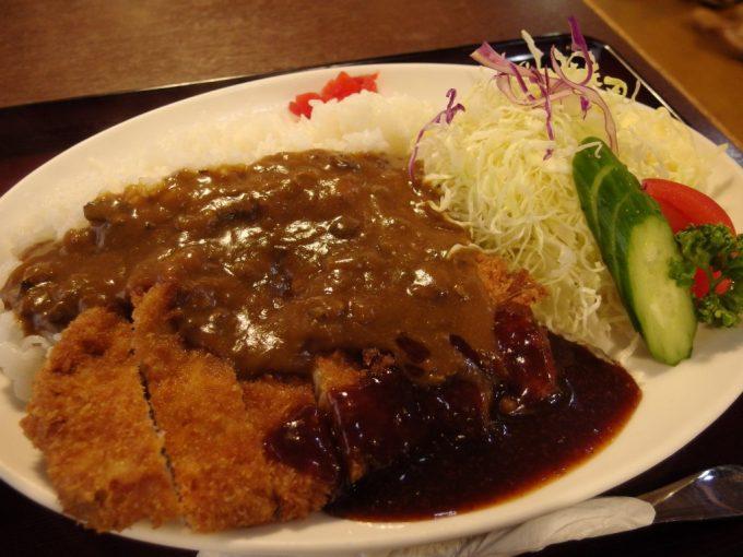 大沢温泉湯治屋自炊部食堂やはぎカツカレー