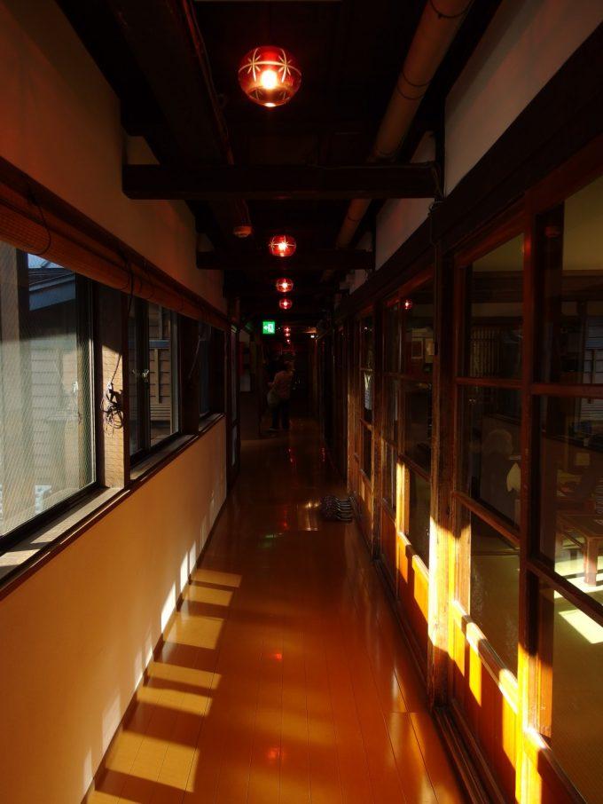 大沢温泉湯治屋自炊部赤い電気傘