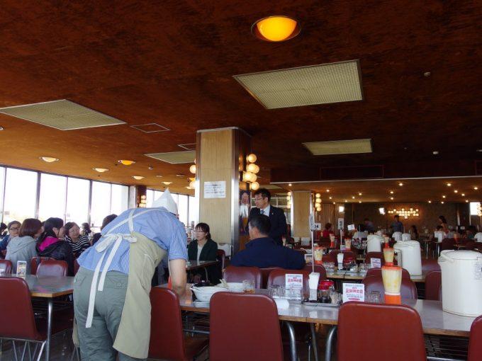 昭和レトロを体現したかのような花巻マルカン百貨店大食堂